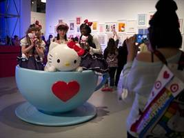 Crowds, cuteness at first Hello Kitty Con